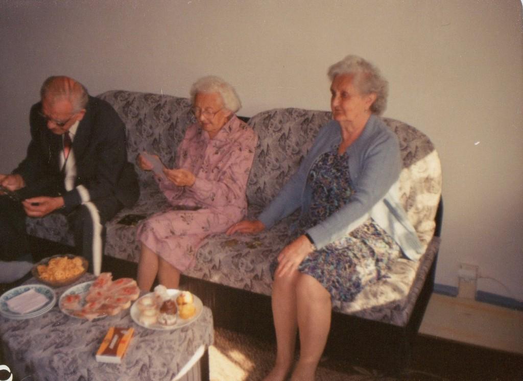Jakub Unucka. Stařečci na rodinné oslavě. Bohužel jedna z posledních fotek.